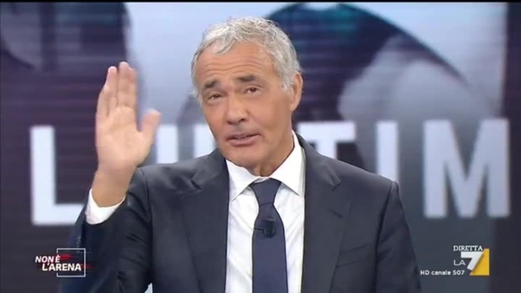 Massimo Giletti, eroicamente scende dallo scooter e salva una signora appena aggredita