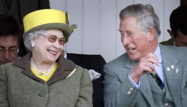 La Regina Elisabetta ha deciso, pronta a lasciare il trono a Carlo entro 18 mesi