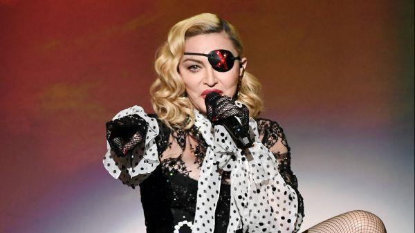 Madonna attacca la polizia per la morte di George Floyd: la reazione sui social