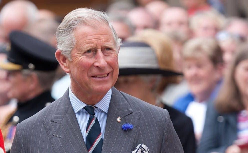 Principe Carlo, frattura al braccio e ricovero in ospedale. Al suo fianco una donna che non è Camilla