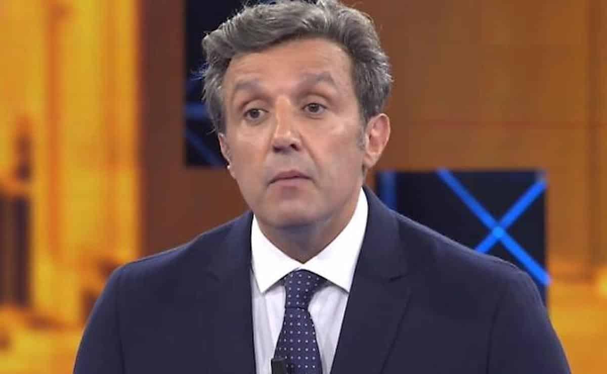"""Flavio Insinna, tensione in studio a L'Eredità """"Stai per svenire?"""". Ecco cosa è accaduto alla concorrente"""