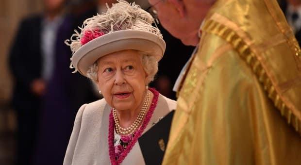 Regina Elisabetta, non c'è pace per la Sovrana. Altro scandalo a Corte