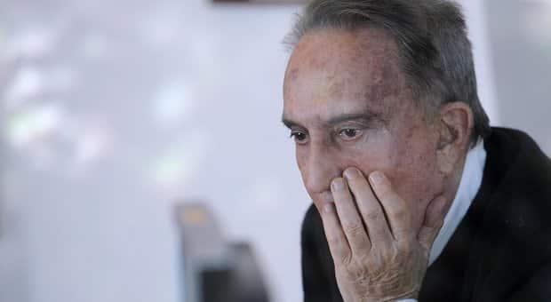 """Emilio Fede, la moglie si scaglia contro Berlusconi. Ecco l'accusa """"Un ingrato"""""""