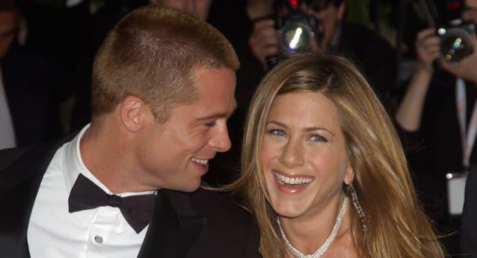 """Brad Pitt abbraccio tenero con Jennifer Aniston, Angelina Jolie una furia """"Irrispettoso"""""""
