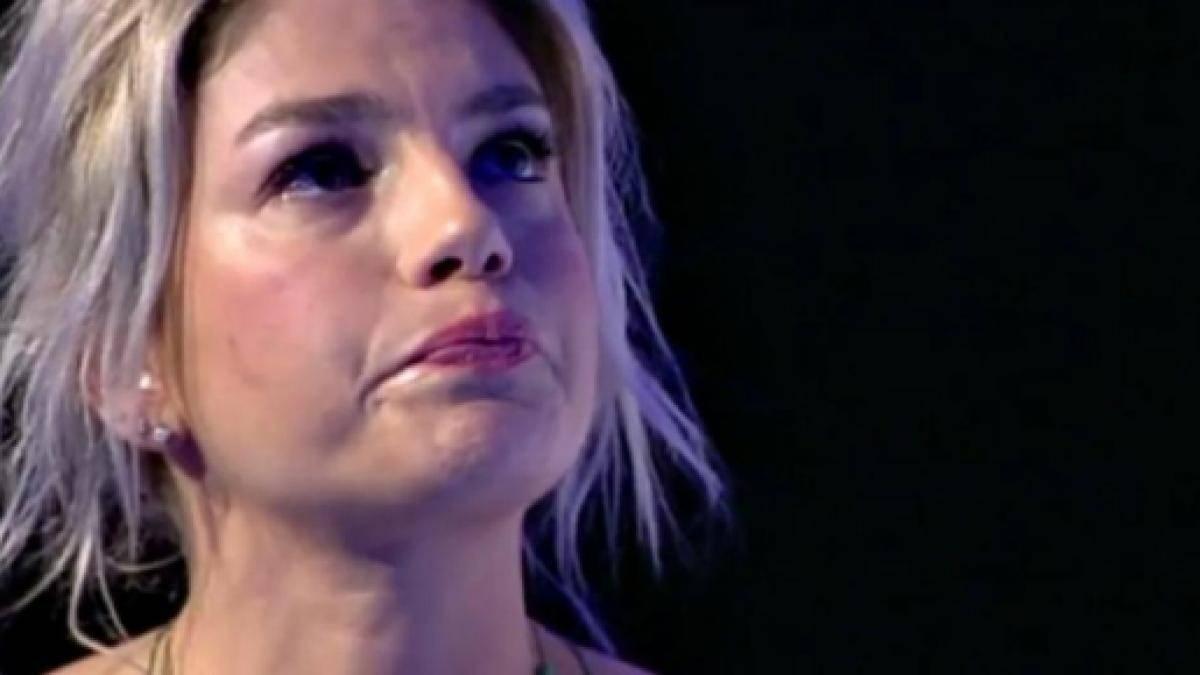 Emma Marrone, la cantante salentina non riesce a trattenere le lacrime in diretta tv