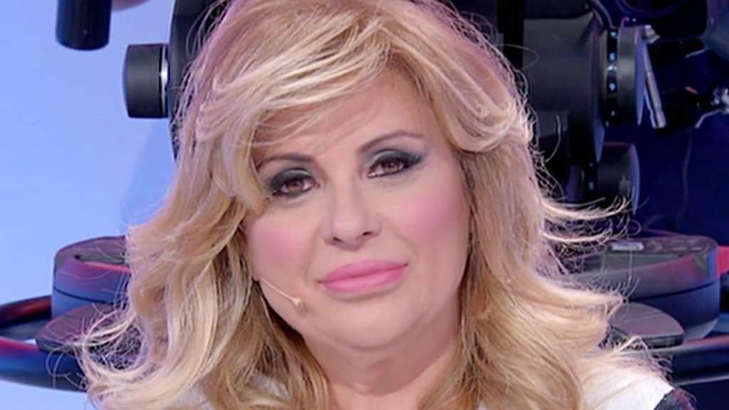 Tina Cipollari chi era l'opinionista prima di lavorare in tv e diventare famosa?