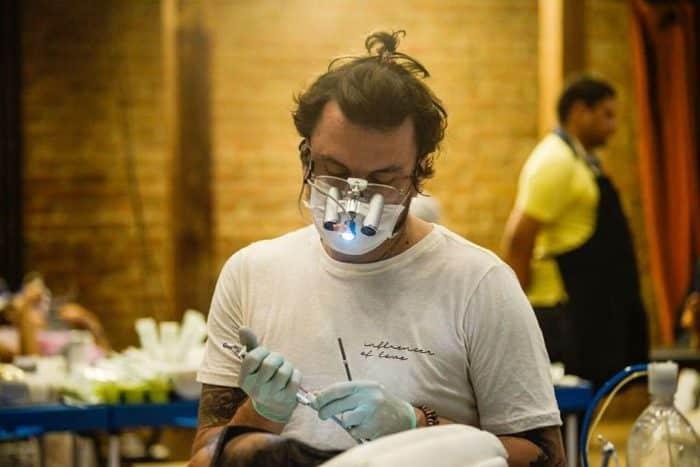 Felipe Rossi, il dentista che porta i sorrisi ai più poveri del mondo
