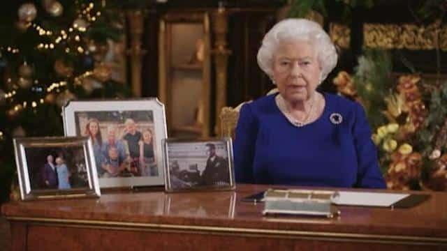 Il Natale della Regina Elisabetta senza il piccolo Baby Archie, la rivincita della Sovrana