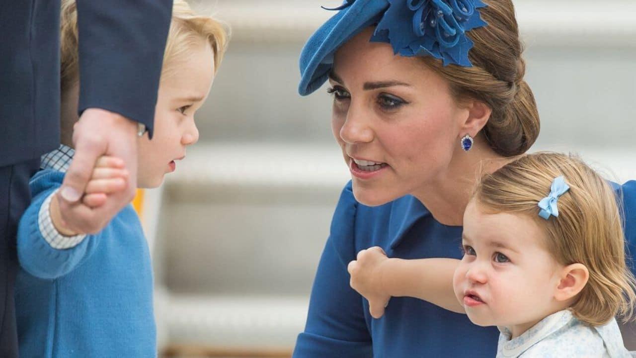 """Kate Middleton rivela al piccolo George il suo atroce destino """"Non sarà mai Re…"""""""