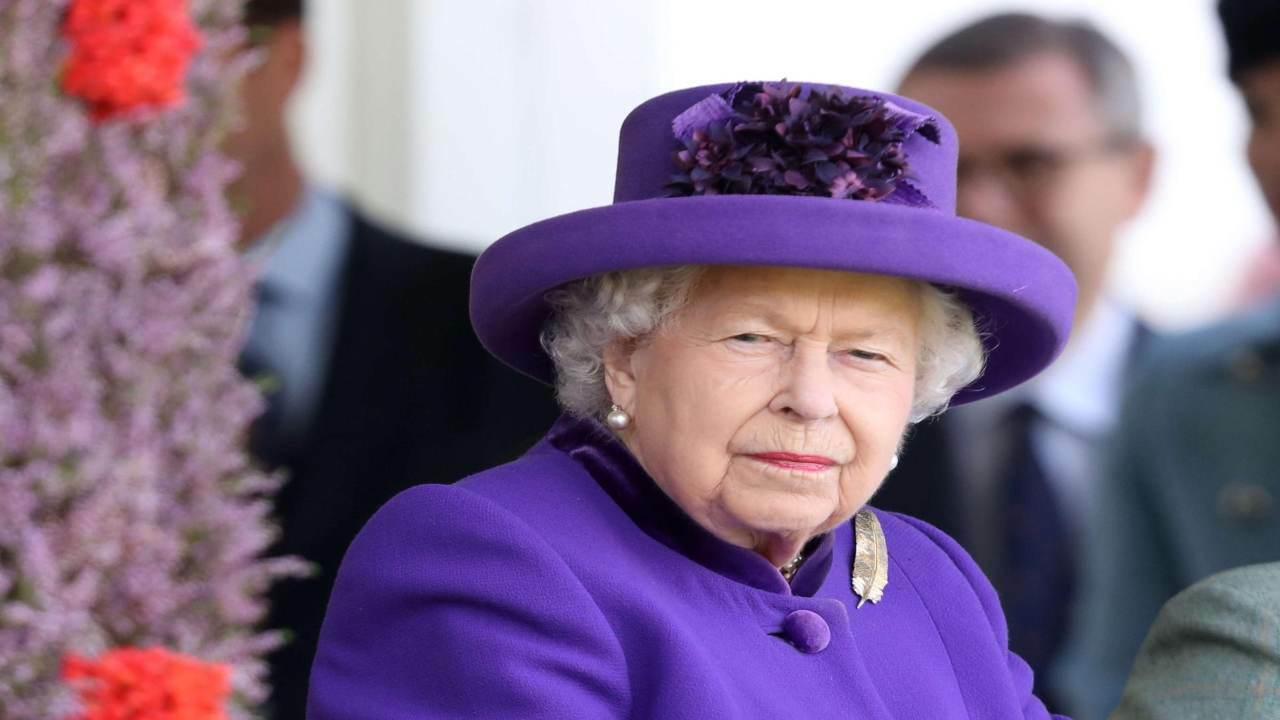 Regina Elisabetta, problema a sul web a corte: link sito a luci rosse, cosa è accaduto?