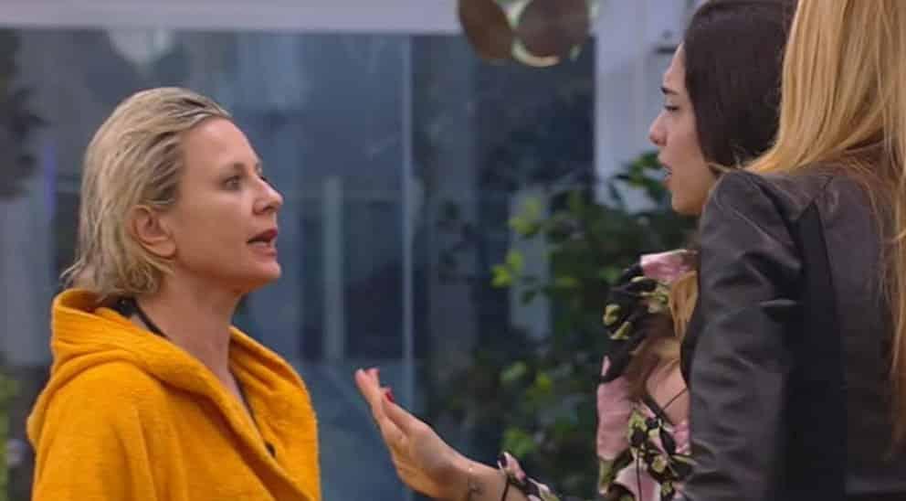 """Grande Fratello Vip 4, scontro tra Adriana Volpe e Antonella Elia """"Ha una maschera"""""""