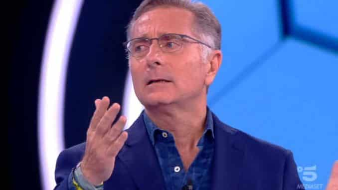 """Paolo Bonolis, bufera ad Avanti un altro """"Il culo tutto scoperto…"""": il web si indigna"""