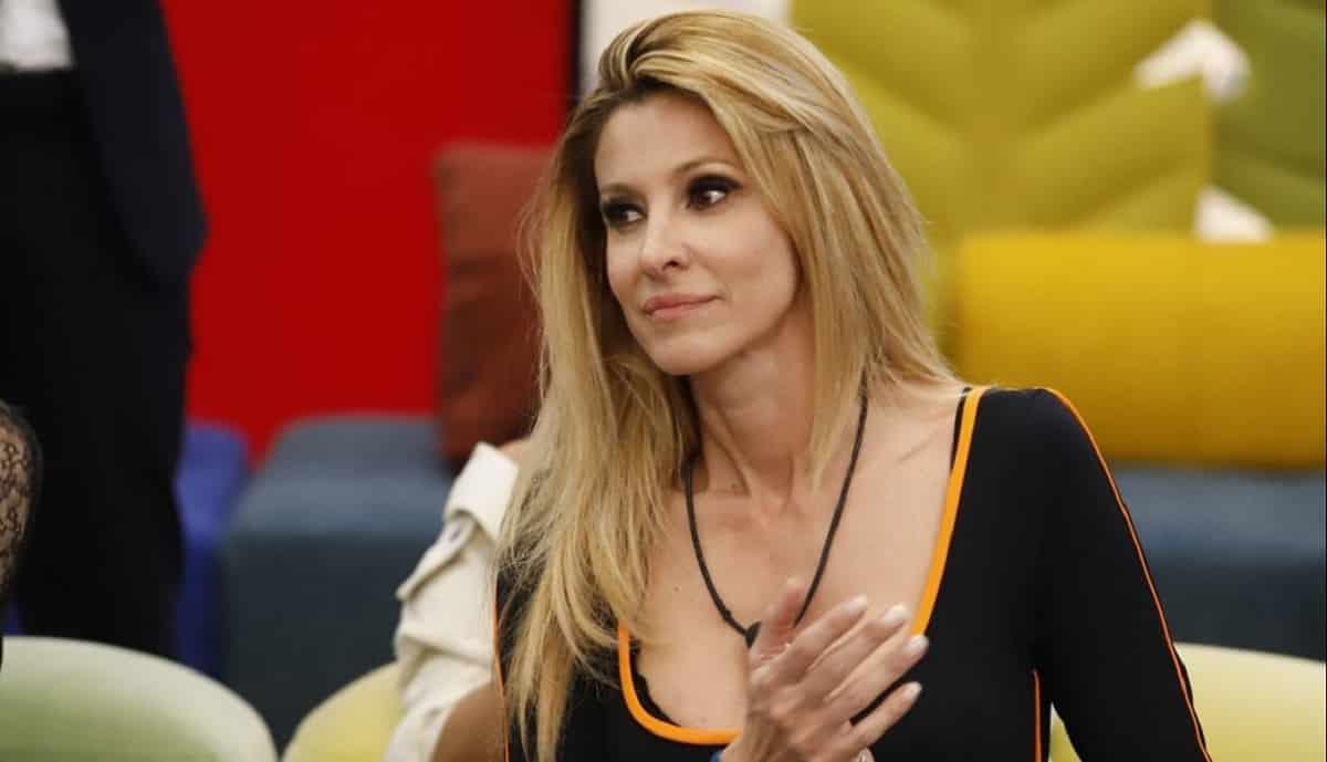 Adriana Volpe parla ai suoi fan e svela importanti novità sulla nuova avventura televisiva