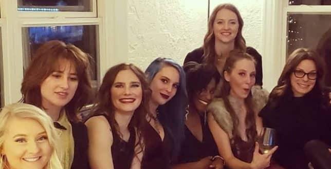 Amanda Knox, addio al nubilato in teatro di lusso: scatenata al party