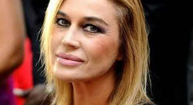 """Lory Del Santo, rapporti intimi con l'attore internazionale """"Abbiamo fatto sesso in piscina"""""""