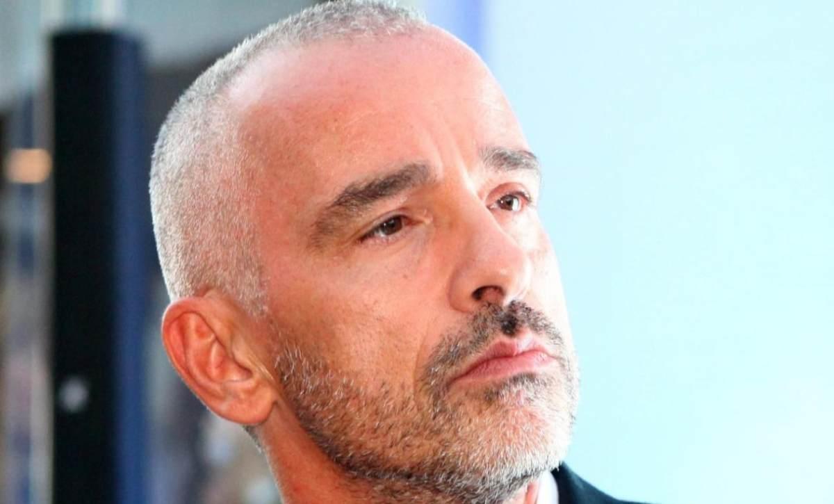 Eros Ramazzotti finisce sotto i ferri, il cantante operato per un grave problema alla spalla