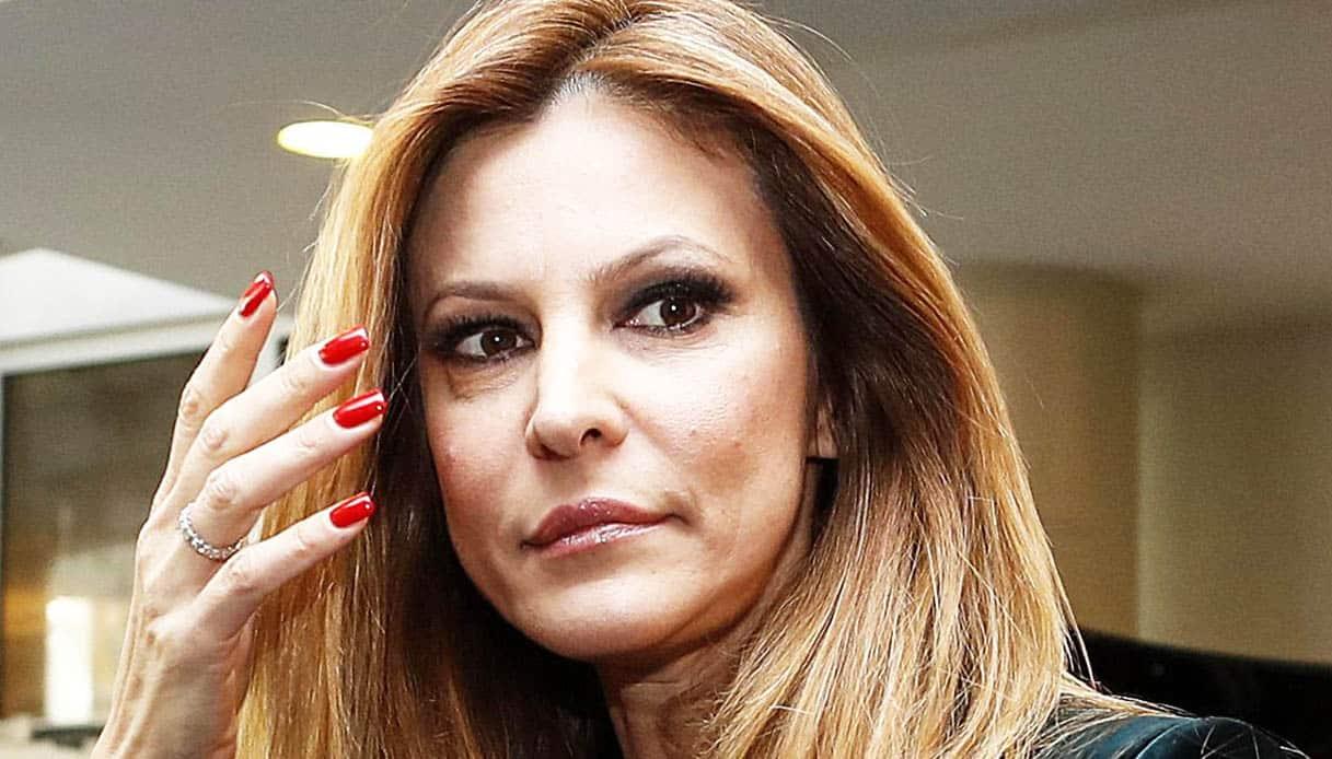 """Adriana Volpe contro Serena Enardu """"Mi hai dato della mignott.."""""""