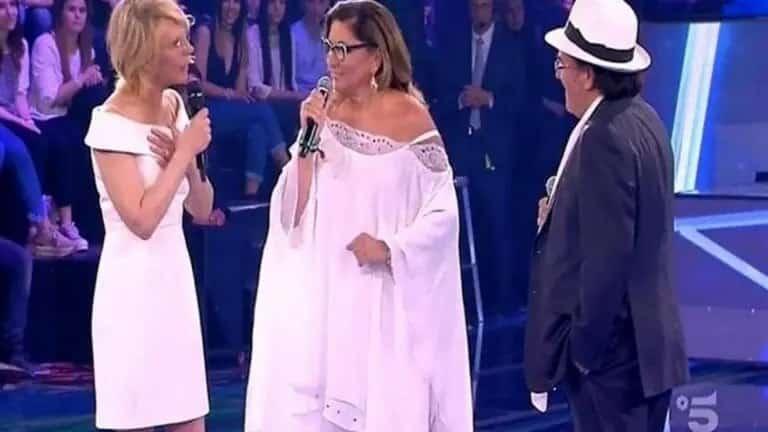 """Romina Power annusa Albano ed esclama """"Sai di buono"""". La reazione del cantante"""