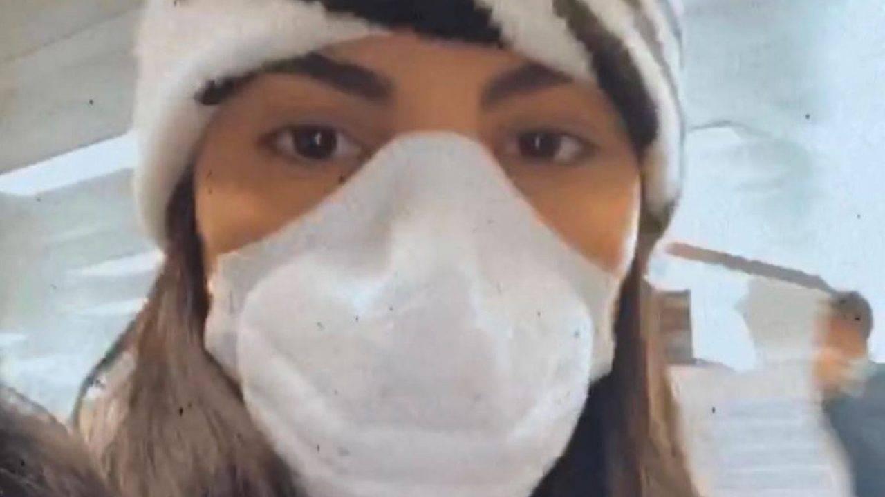 "Giulia De Lellis ha paura del Coronavirus e si mostra con la mascherina sul viso ""Sono ipocondriaca"""