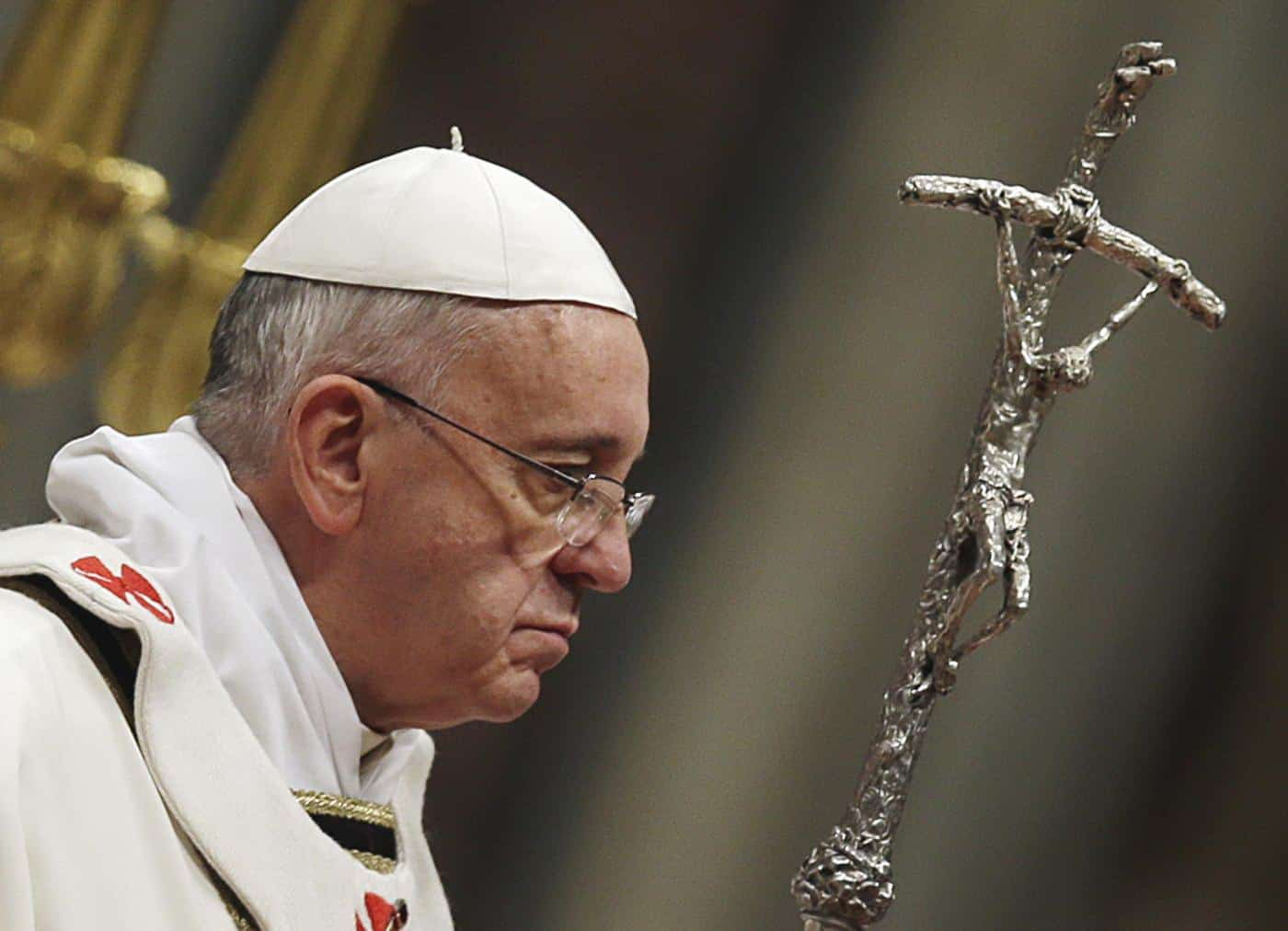 Papa Francesco sta male, tosse e respiro affannato: disdetti tutti gli impegni
