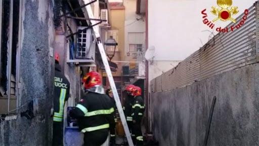 Due sorelle morte tra le fiamme nella loro villetta, una terza viva per miracolo