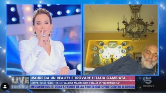 Paolo Brosio si addormenta in diretta da Barbara D'Urso: il video impazza sul web