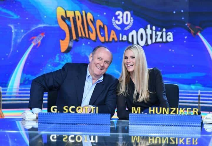 Gerry Scotti schifato, gaffe a Striscia la Notizia salvata da Michelle Hunziker