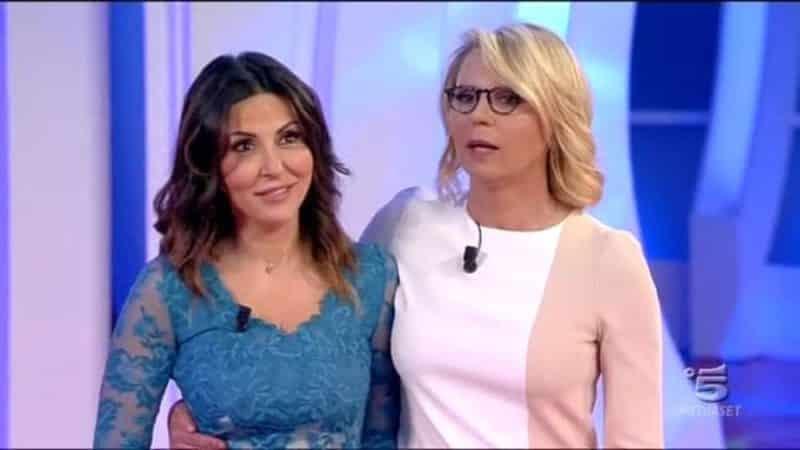 """Sabrina Ferilli e Maria De Filippi, feeling speciale. """"Non è solo un'amica…"""", l'indiscrezione"""