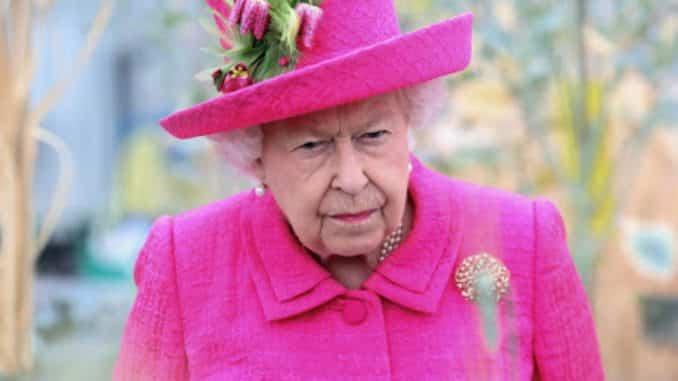 Coronavirus, compleanno senza cannone per la Regina Elisabetta: è la prima volta