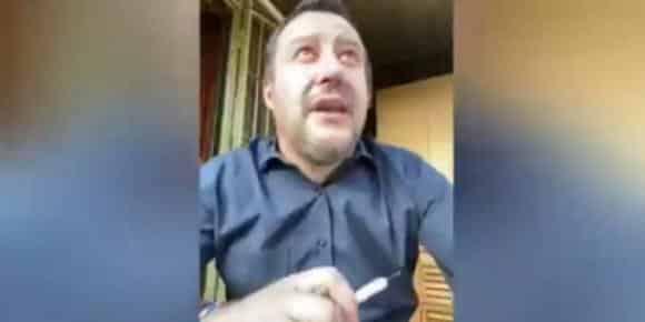 """Matteo Salvini in diretta parla agli italiani, il vicino di casa gli urla """"Dici solo stronz…te"""""""