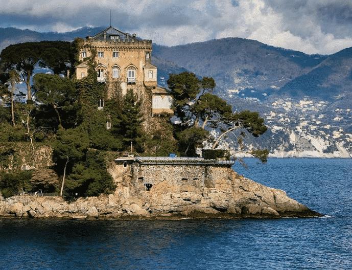 Silvia Toffanin e Pier Silvio Berlusconi, una quarantena da sogno in un castello sul mare