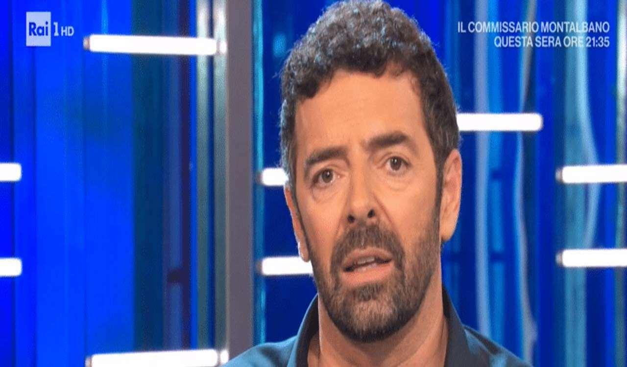 Alberto Matano sorpreso per la chiamata in diretta: è vergognoso….
