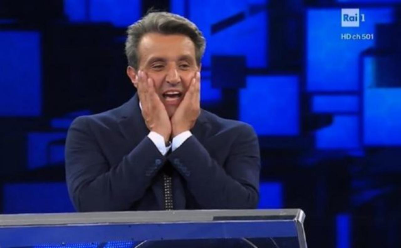 Affari tuoi torna su Rai 1 con tante novità, Flavio Insinna tagliato fuori. Chi al suo posto?