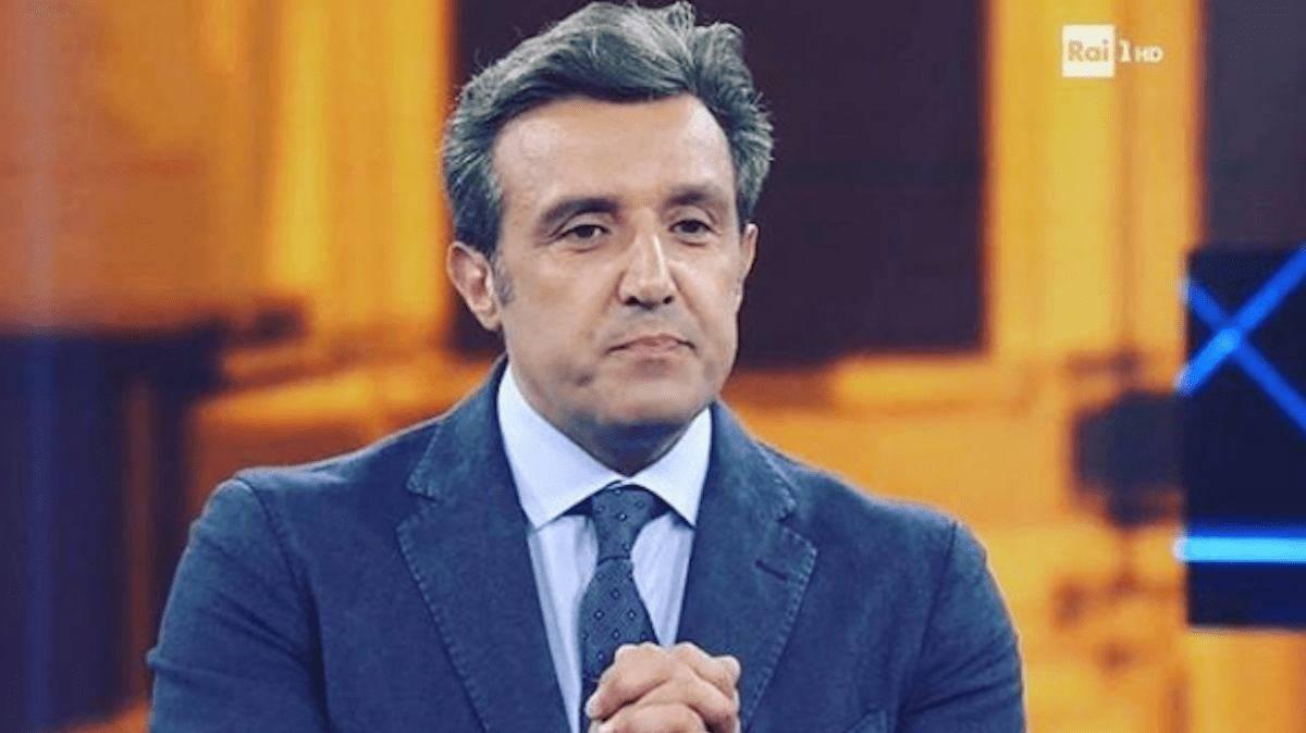 Flavio Insinna sostituito a L'Eredità il conduttore non sarà più al comando del programma preserale: caos in Rai