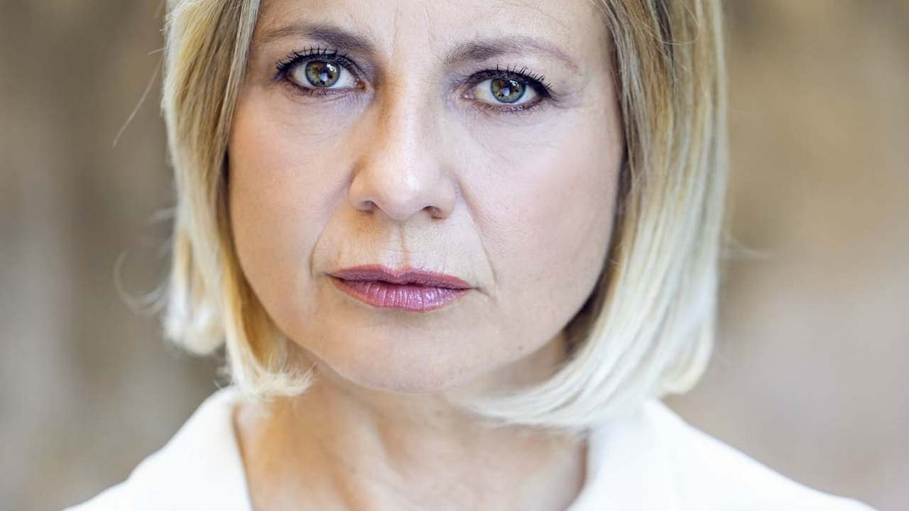 "Antonella Elia, gaffe su Silvia Toffanin: ""tu vivi nel peccato"""