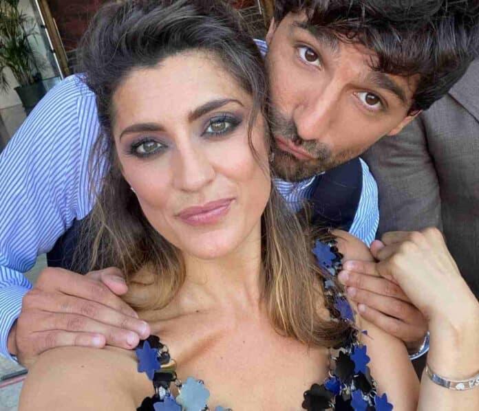 Tra Elisa Isoardi e Raimondo Todaro è scoppiata la passione: baci e abbracci passionali (FOTO)