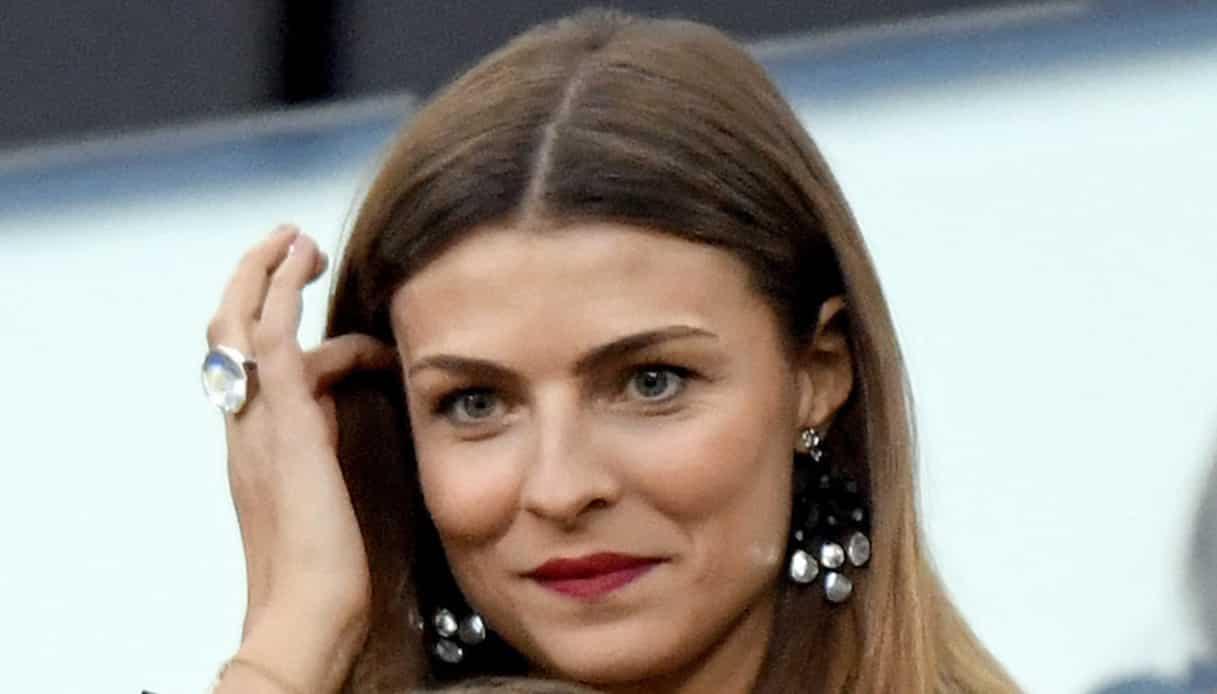 """Cristina Chiabotto, il tessuto scivola sulla pelle e il popolo del web impazzisce """"Queen.."""""""