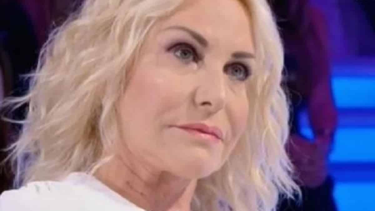 Antonella Clerici come la D'Urso: il pubblico non apprezza