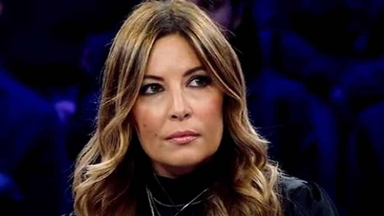Selvaggia Lucarelli, ancora pesanti offese alla D'Urso: è da vomito…