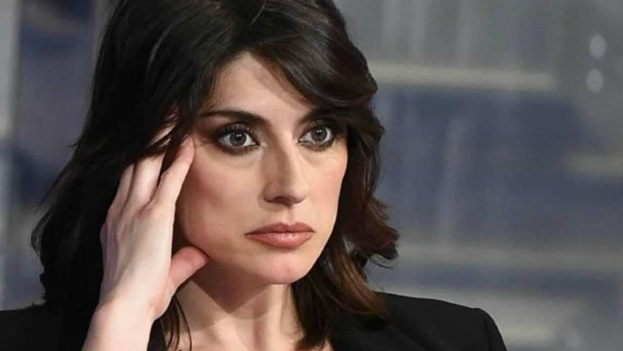 Elisa Isoardi bacia il marito di Milly Carlucci: cosa sta succedendo?