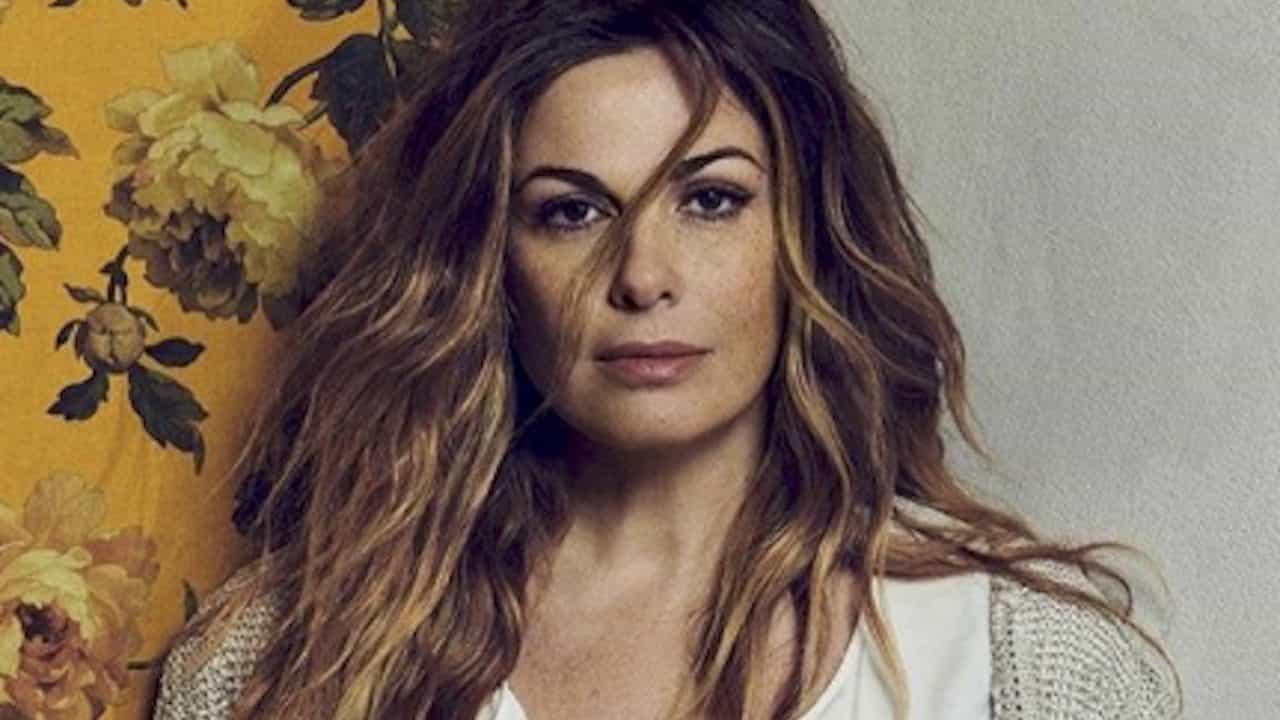 Vanessa Incontrada cambia look: addio ai capelli chiari (FOTO)