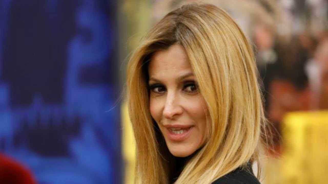 """Adriana Volpe risponde alle accuse di Antonella Elia: """"Ecco chi è la falsa bugiarda""""."""