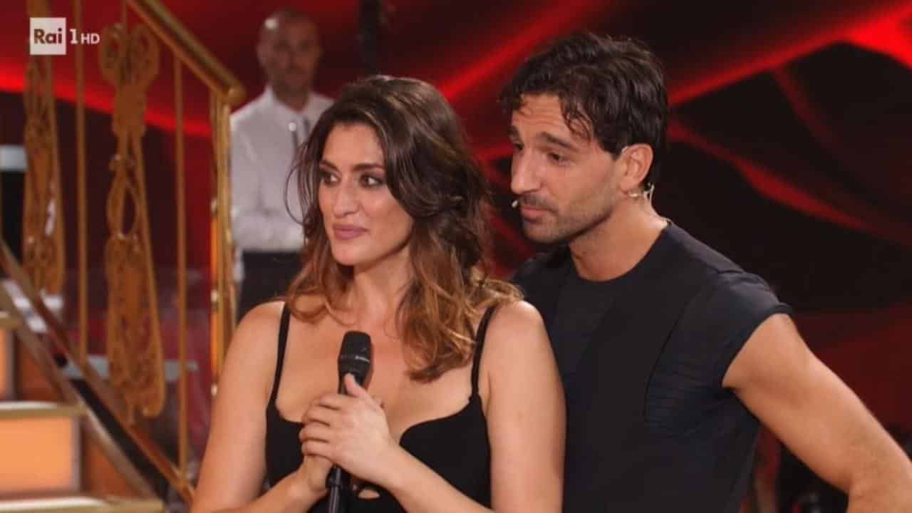 Ballando con le stelle, Raimundo Todaro sta meglio il selfie con Milly Carlucci