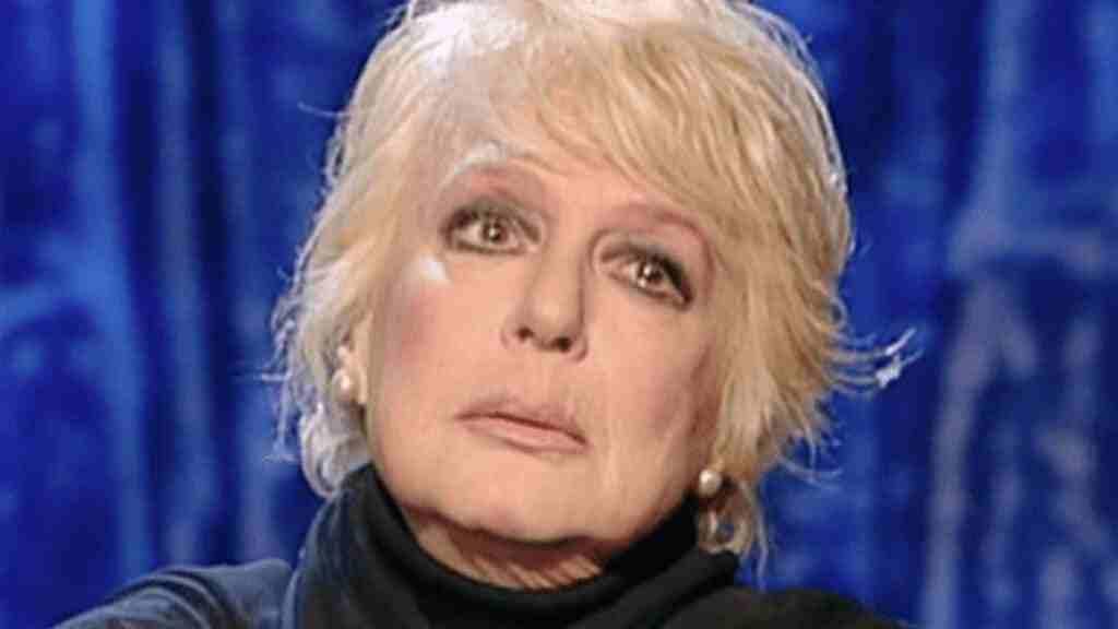 Loretta Goggi in lacrime a Tale e quale show dopo l'annuncio di Carlo Conti