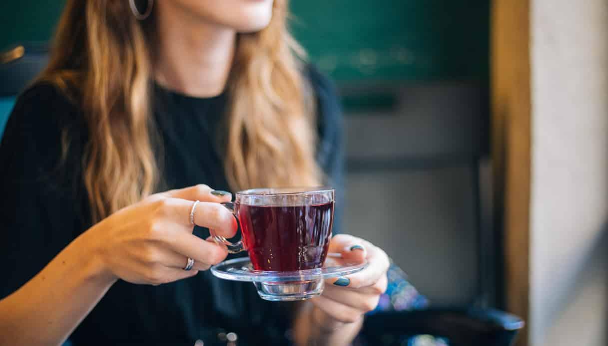 Cosa succede se bevi il thè tutte le sere prima di andare a dormire?