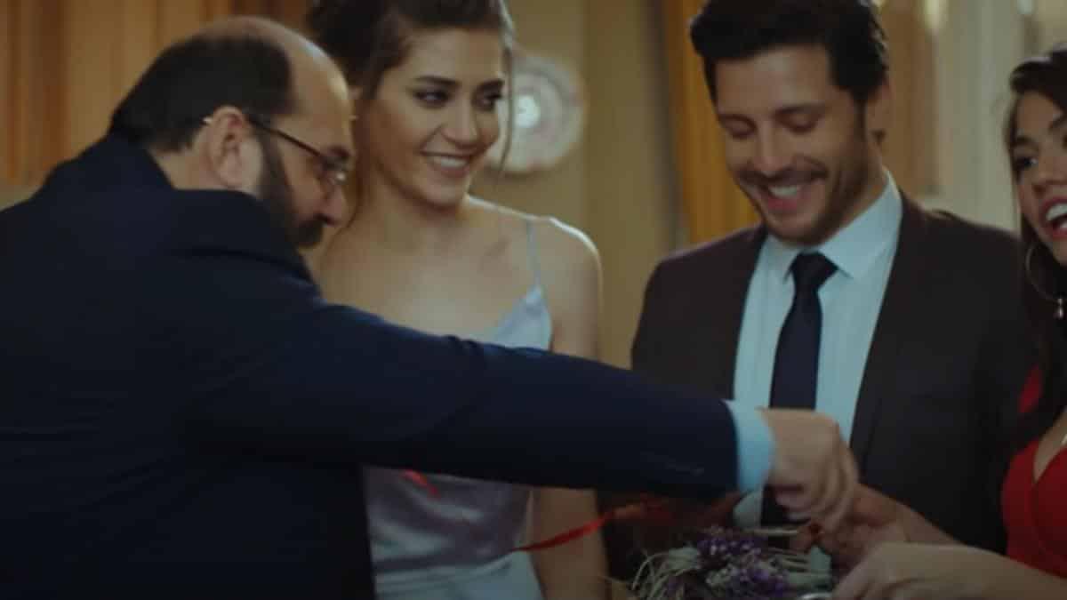 DayDreamer, anticipazioni 7 novembre: Leyla e Osman si fidanzano, Emre irrompe a casa Aydin