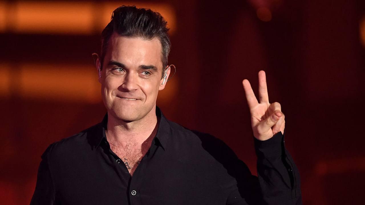 Robbie Williams, chi è il noto cantante? Curiosità, moglie e figli