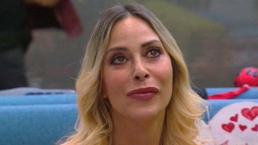 """Stefania Orlando malore dopo la sbronza """"Voglio andare all'ospedale"""""""