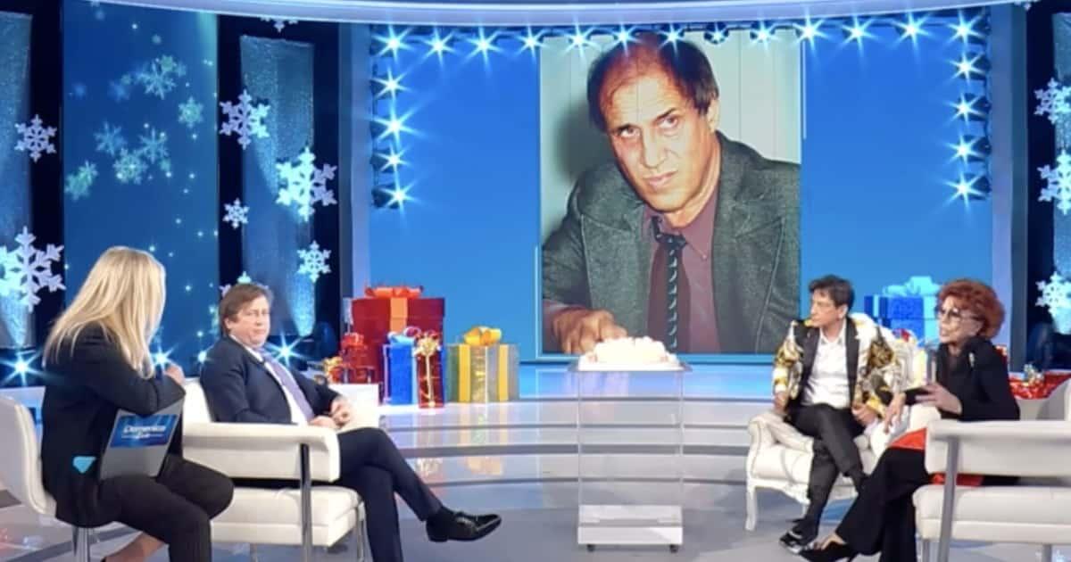 """Adriano Celentano favorevole al vaccino anti Covid """"Rinchiuso in casa da un anno, aspetto di vaccinarmi"""""""