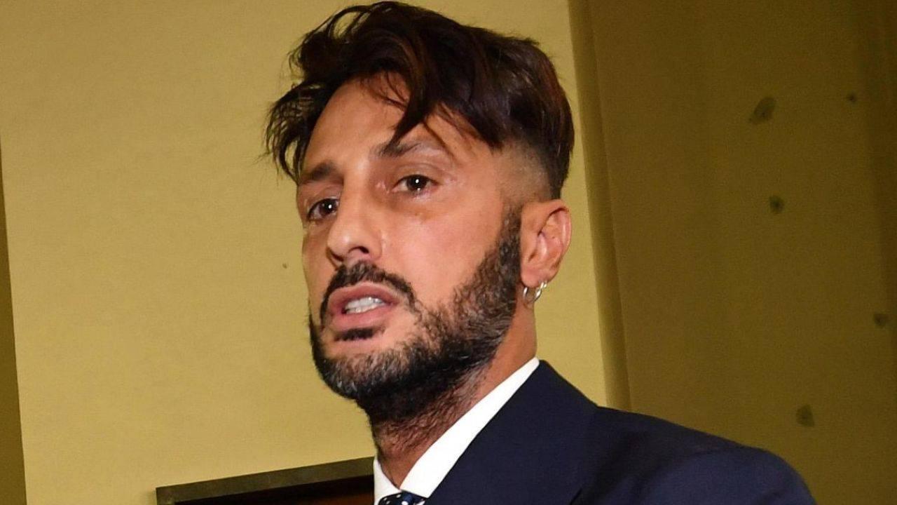 Fabrizio Corona peggiorano le sue condizioni di salute, come sta l'ex Re dei paparazzi?